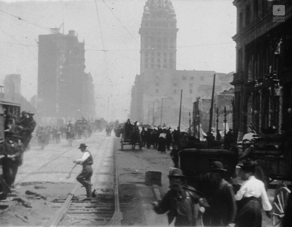 1906 San Francisco Earthquake - a look down Market Street